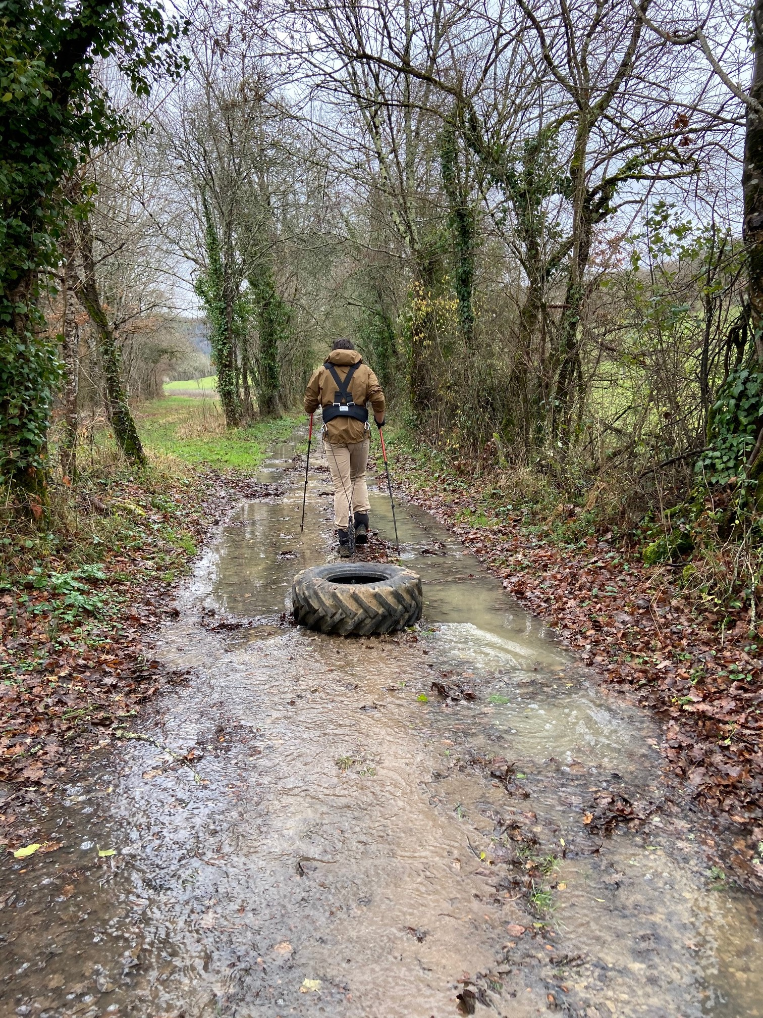 Tyre pulling along flooded paths